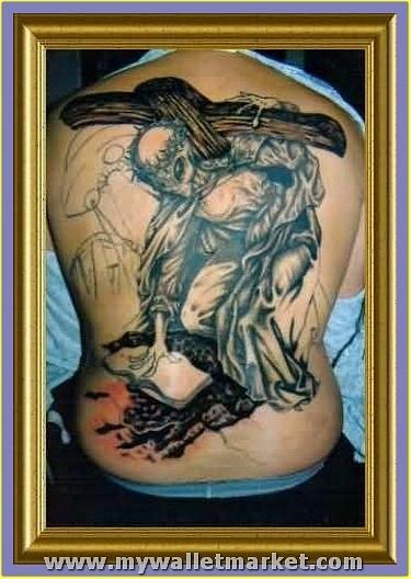 grey-ink-alien-tattoo-on-full-back