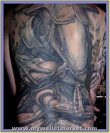 scary-alien-tattoo-on-back-body by catherinebrightman