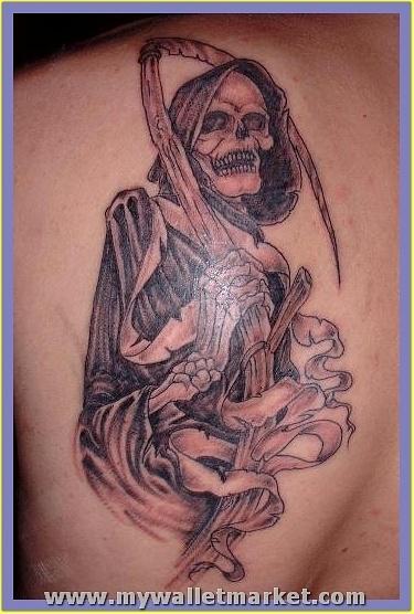 sitting-alien-tattoo by catherinebrightman